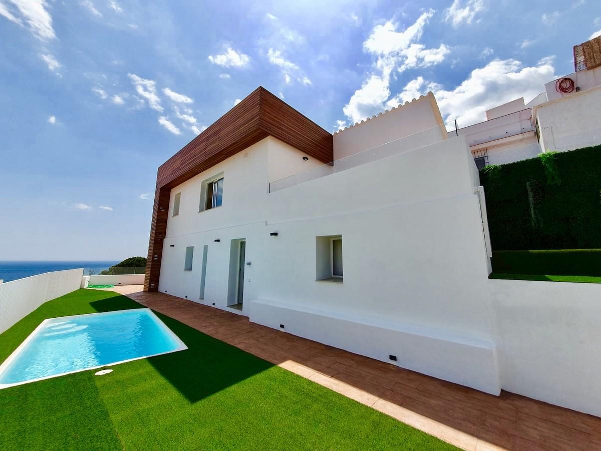 Mini Villa with Panoramic Sea Views in Torreblanca del Sol