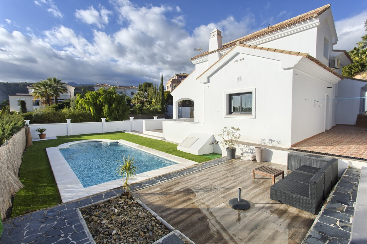 RENOVATED CONTEMPORARY 4 BEDROOMS VILLA IN THE HIGHEST PART OF THE NEW GOLDEN MILE.