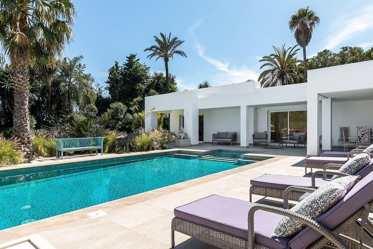 Wonderful Villa on a 3.900 m2 Plot in El Paraíso Alto