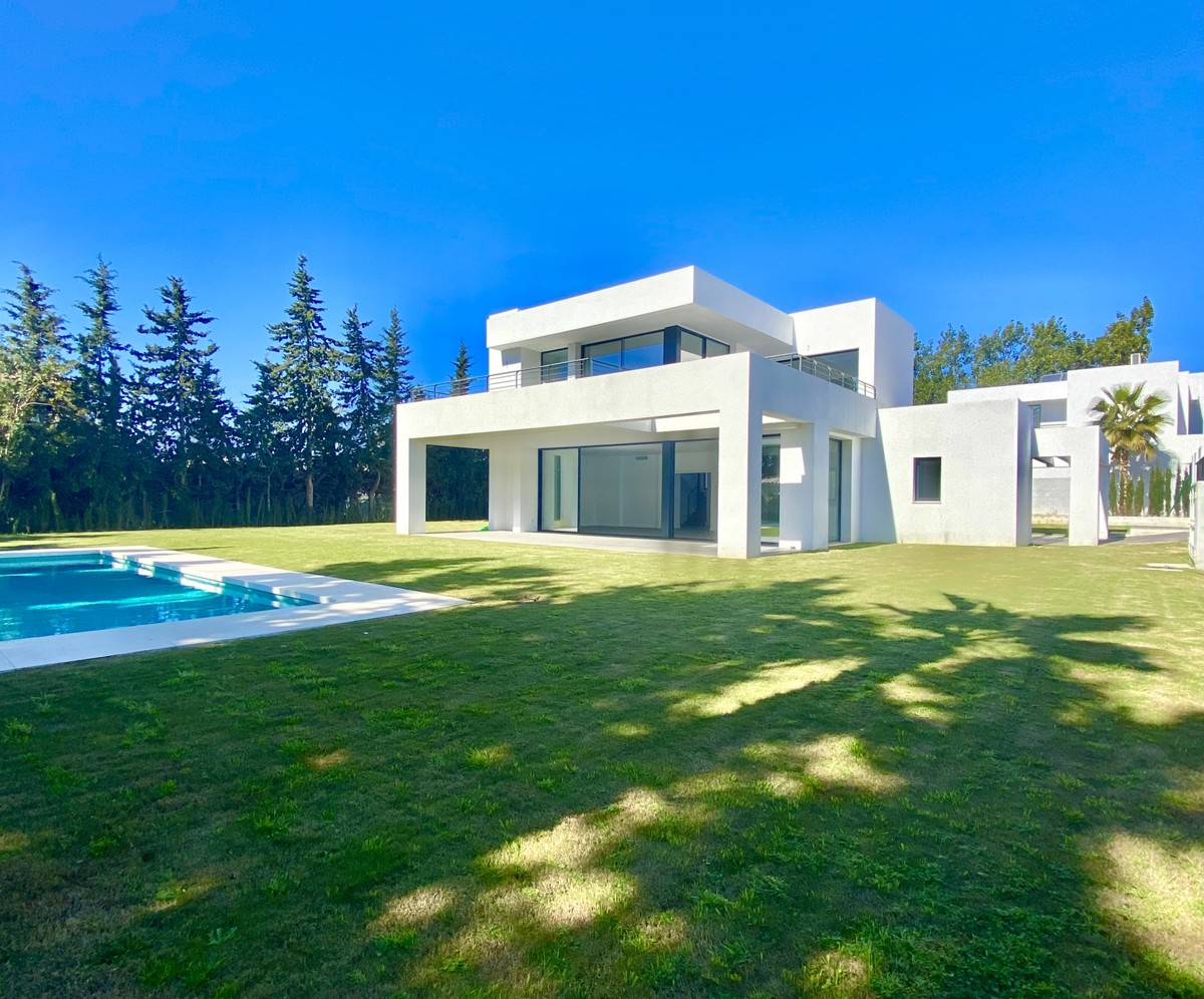 Modern Style Villa 800 m to the Beach