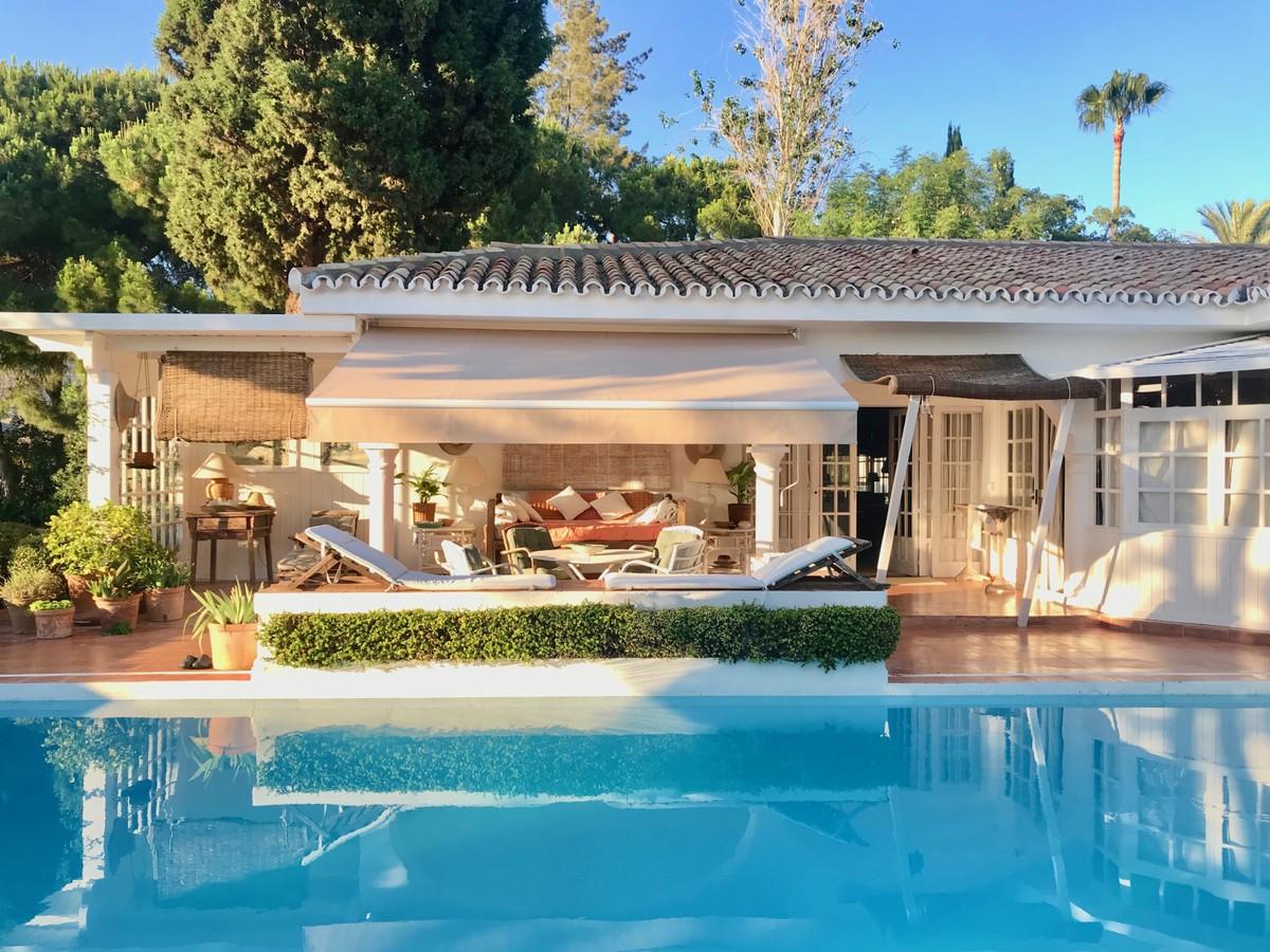 Encantadora villa en una gran parcela en Marbella Este