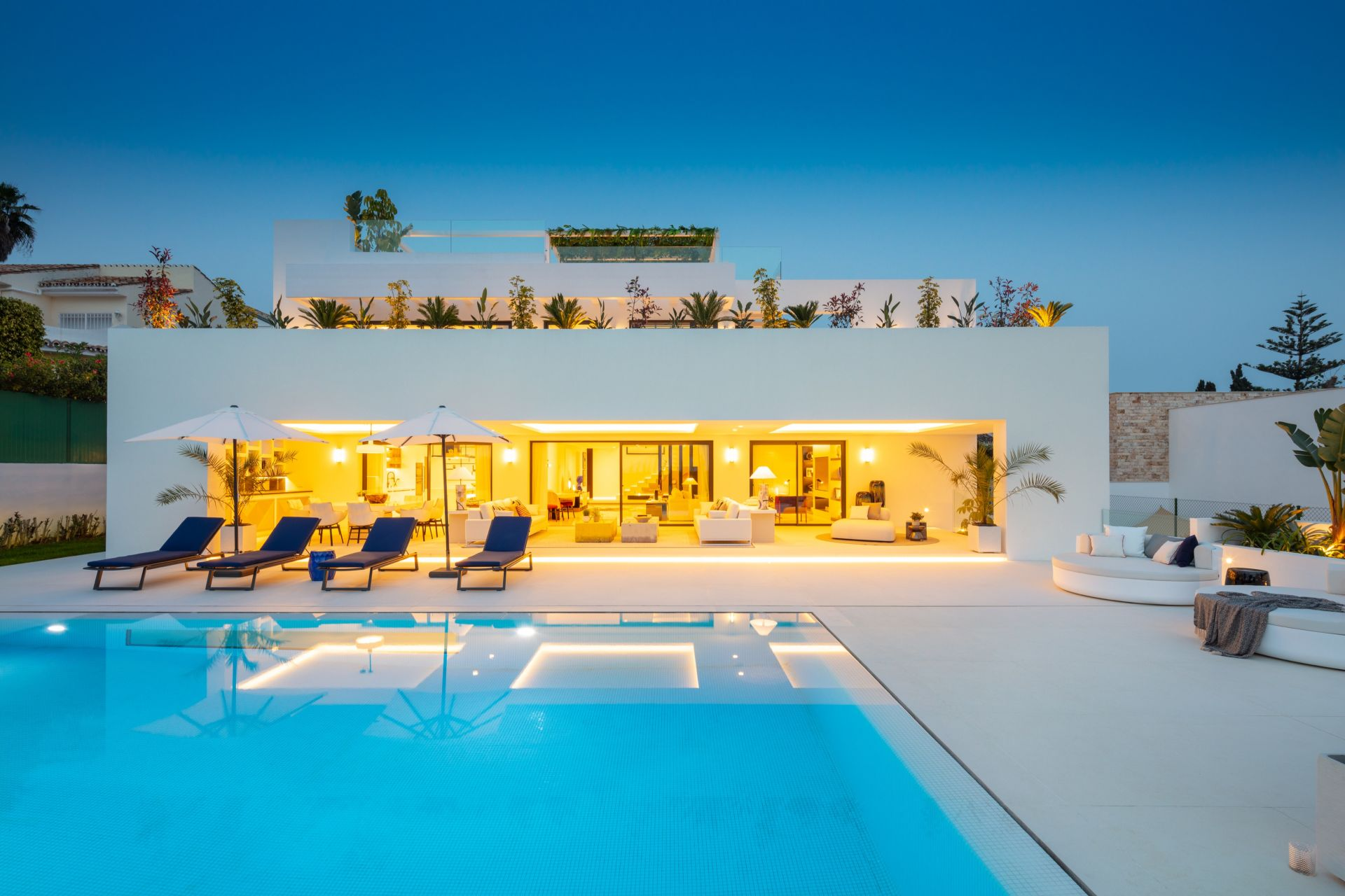 Luxury new villa close to Aloha Golf