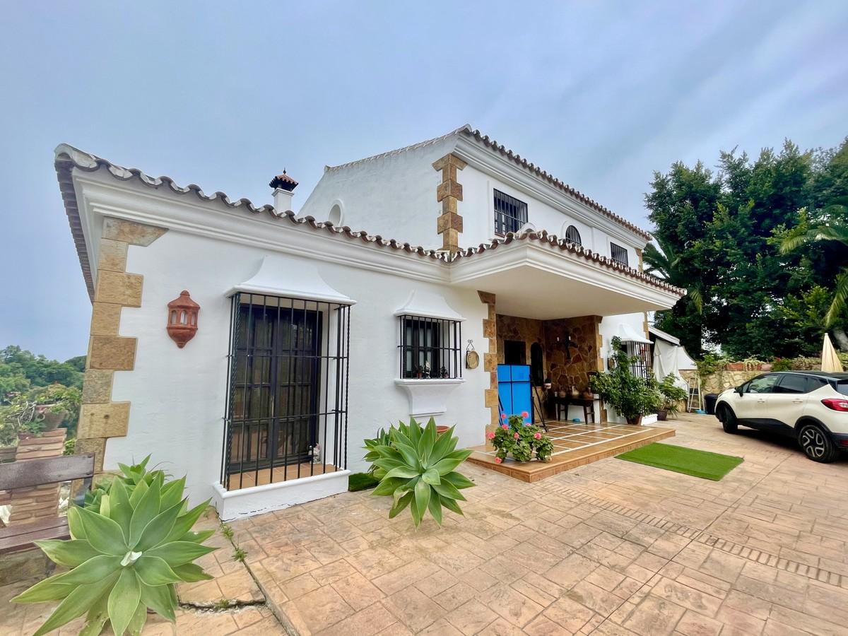 Acogedora Villa con gran potencial en Elviria