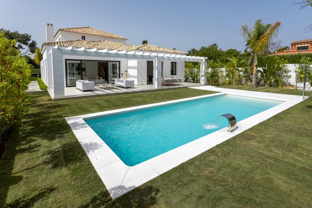 New Contemporary Villa in Guadalmina Baja