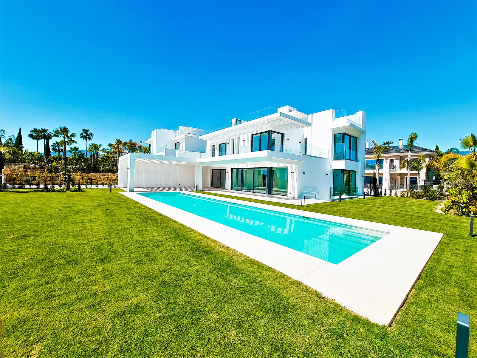 Beautiful Family Villa in Los Flamingos