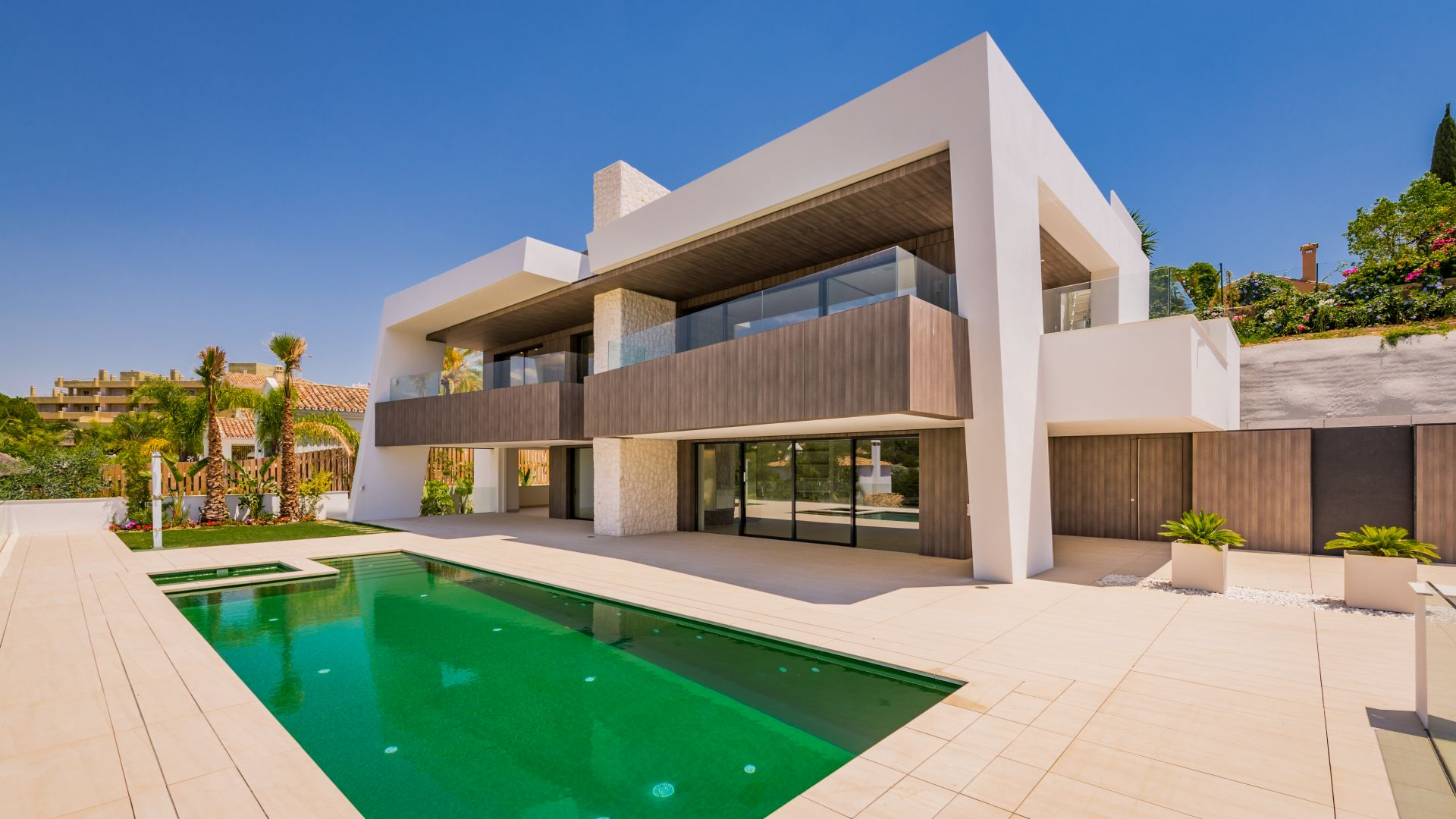 Spectacular villa within walking distance to Los Naranjos Golf