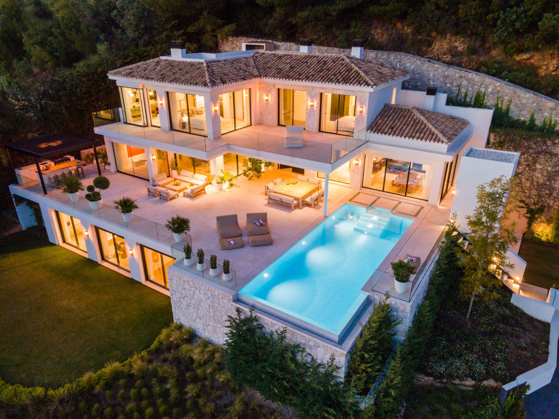 Exquisite villa in Cascada de Camojan with panoramic sea views