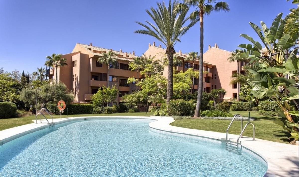 Apartamento de 3 dormitorios cerca de la playa en Marbella Este