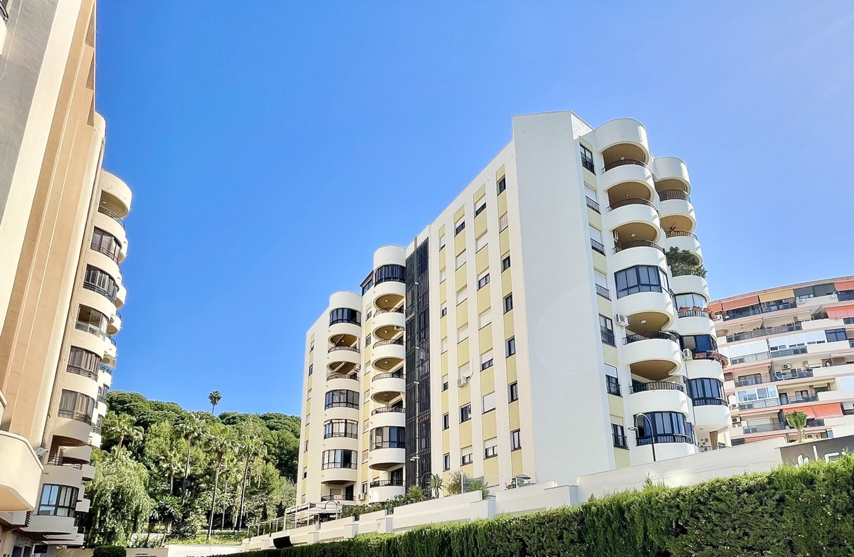 Unique opportunity for renovation – Apartment in Ricardo Soriano, Marbella