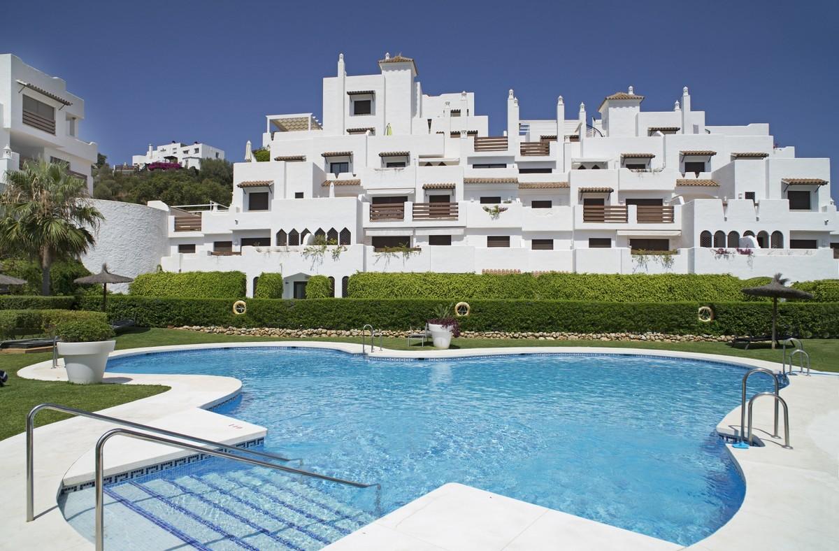 Bright Penthouse with spacious private solarium in La Resina (Estepona)