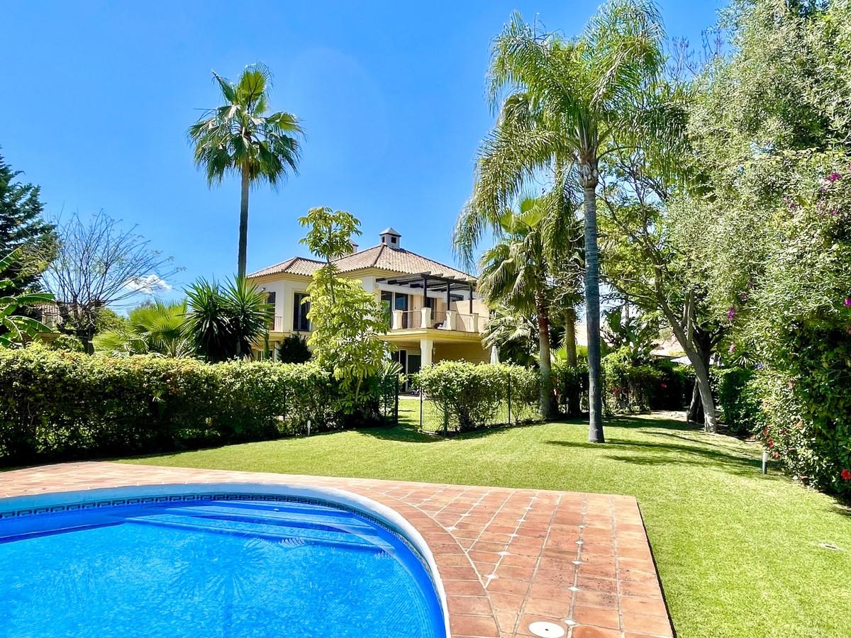 Villa Adosada en Primera Línea de Golf de Los Naranjos