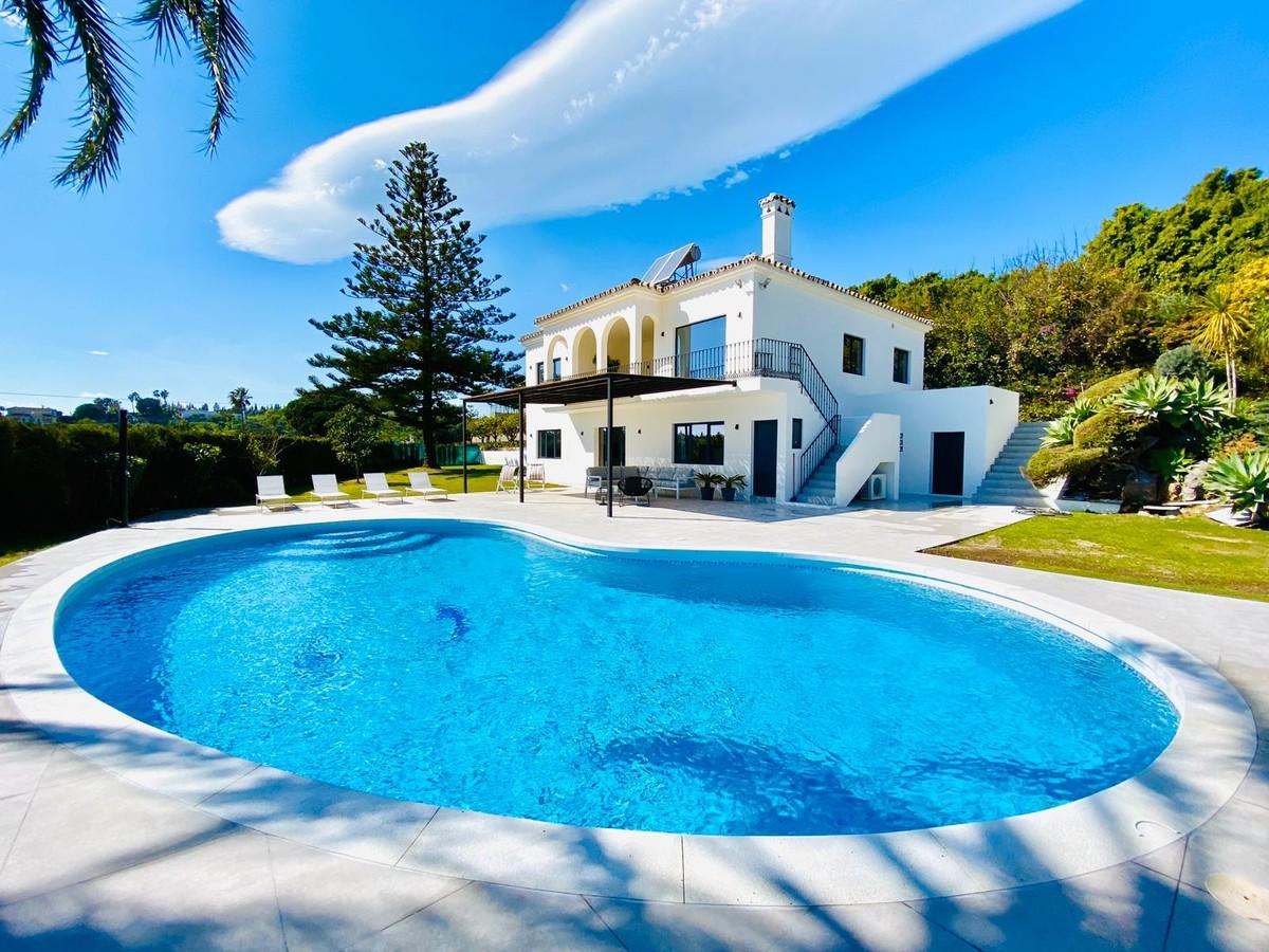 Villa renovada con vistas al mar en Nueva Milla de Oro