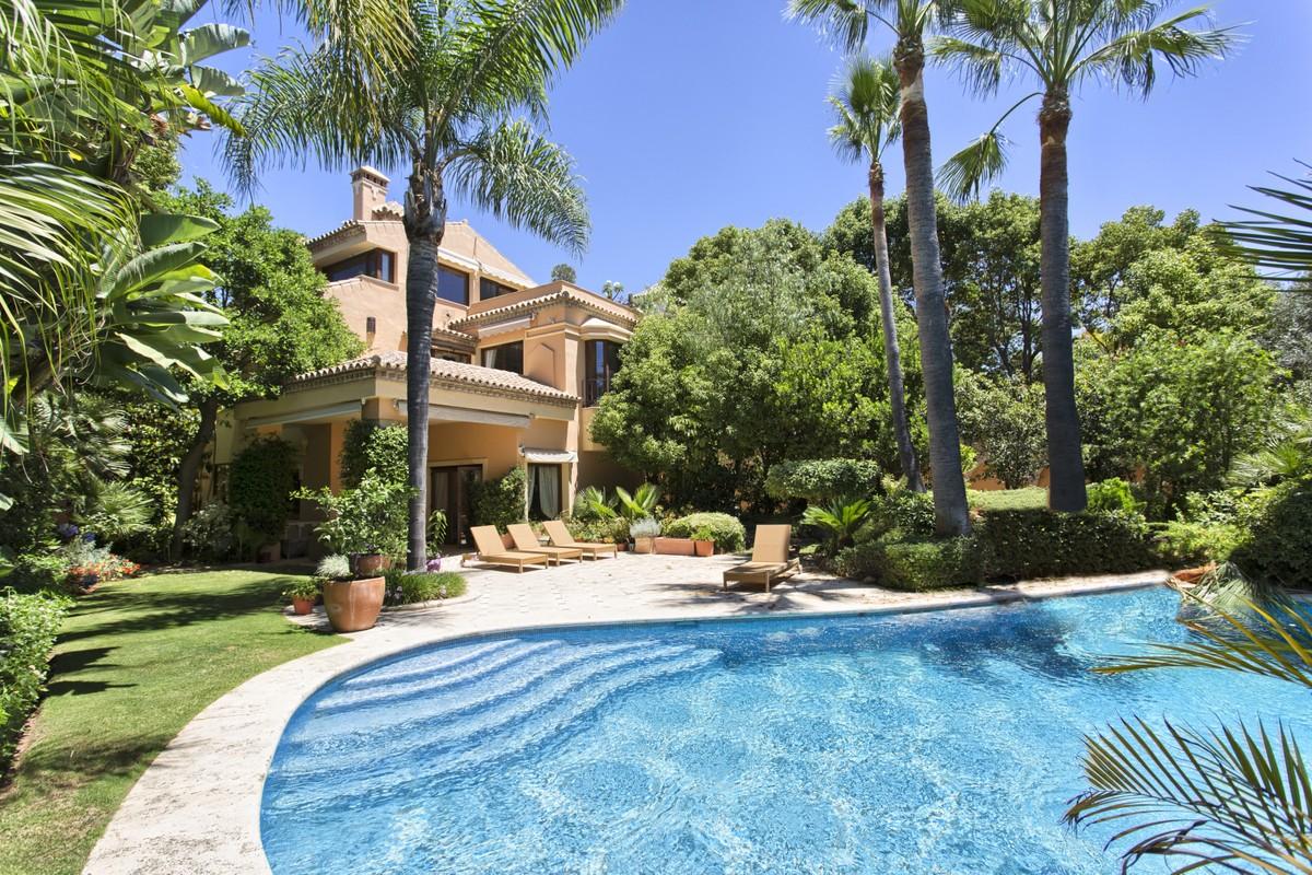 Beautiful 5 Bedrooms Villa in The Golden Mile