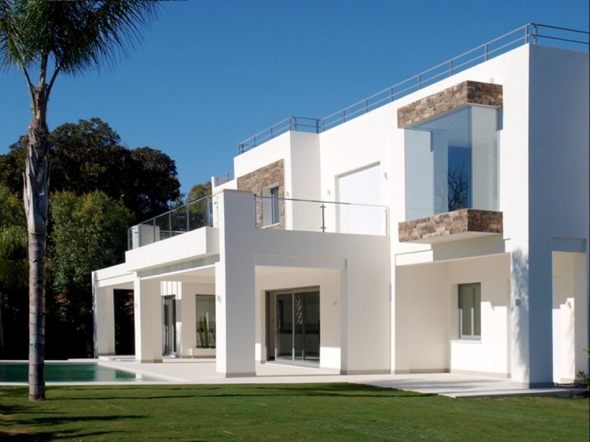 Villa Moderna 200m. de la playa en Guadalmina Baja