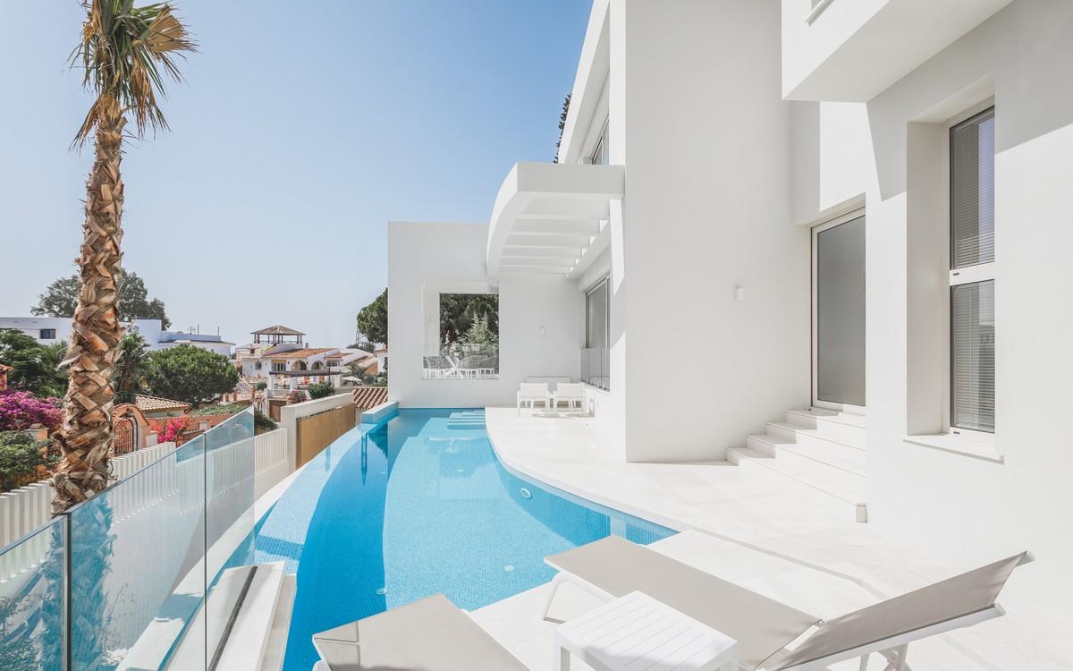 Villa with Sea & Mountain views close to Puerto Banús