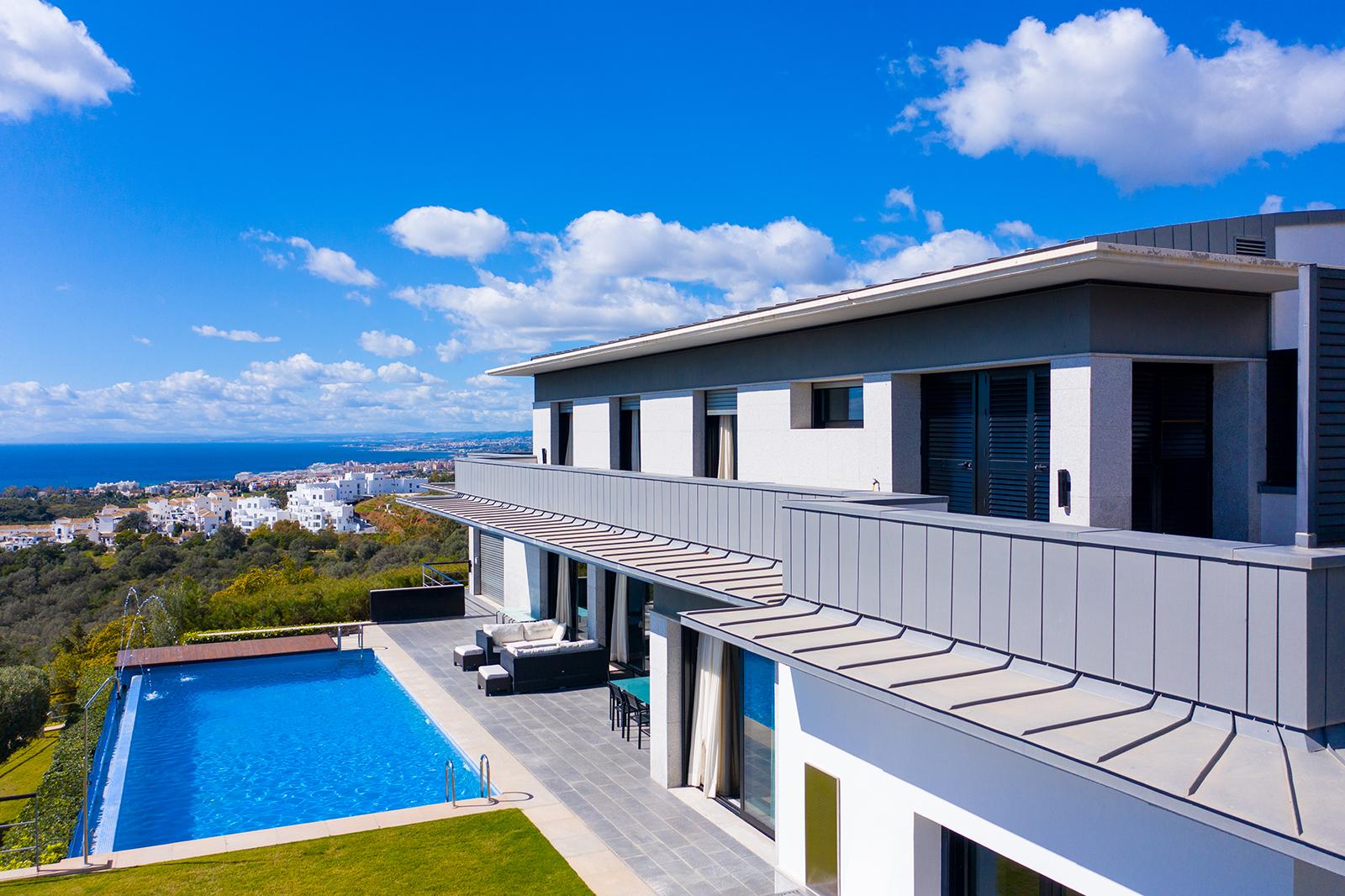 Modern villa with striking sea views in Altos de los Monteros