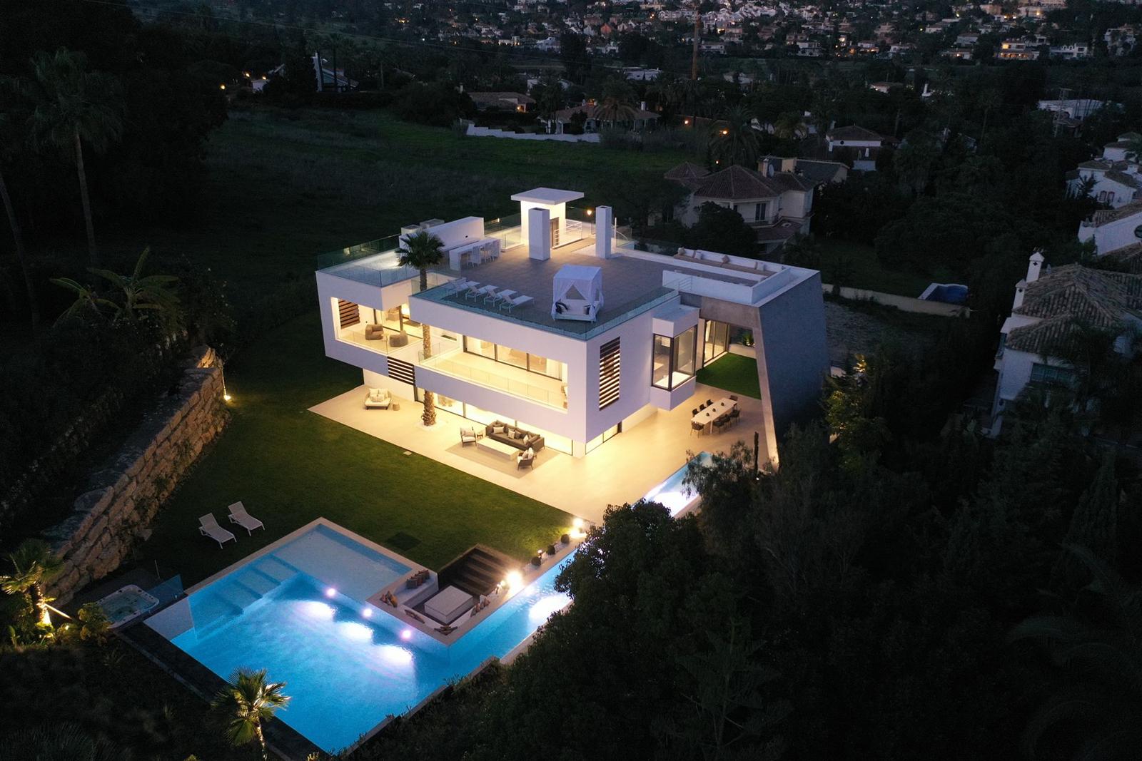 New built luxury villa in Nueva Andalucia