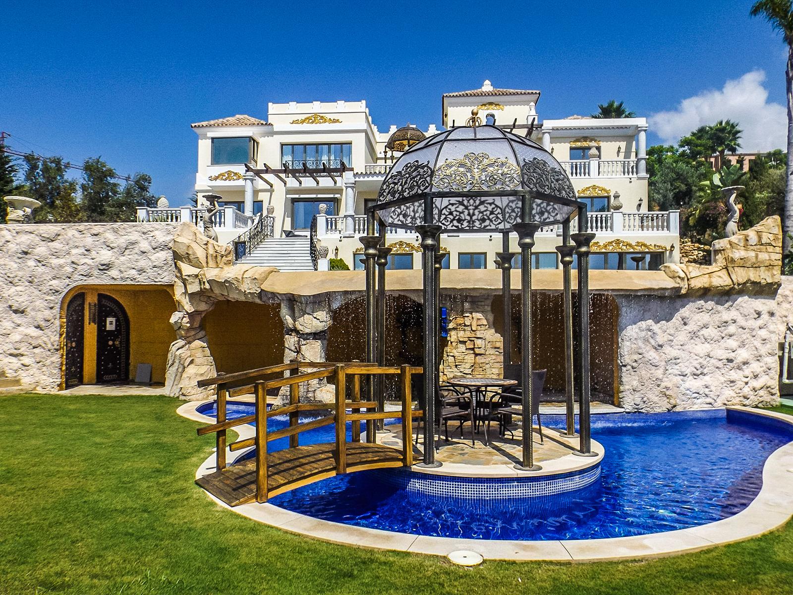 New castle style Villa in Los Flamingos Golf Resort