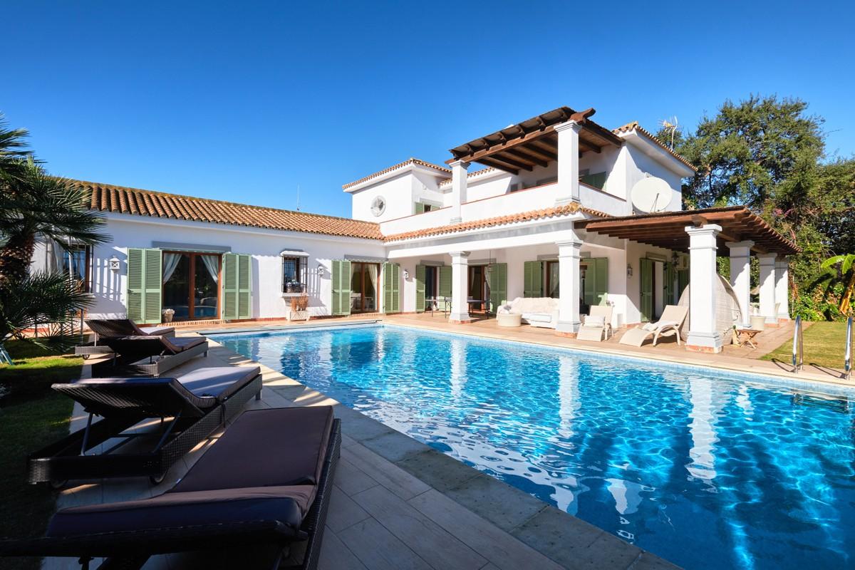 Cozy traditional Villa in San Roque