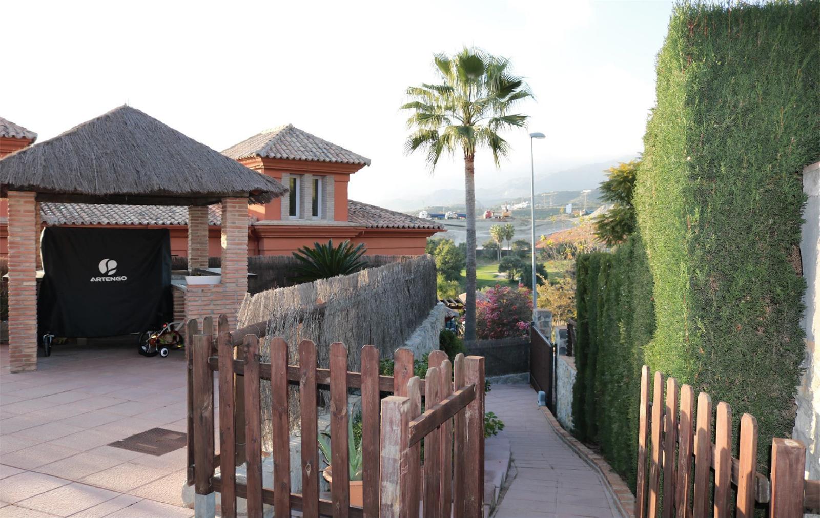 High quality elegant and bright villa in Santa Clara