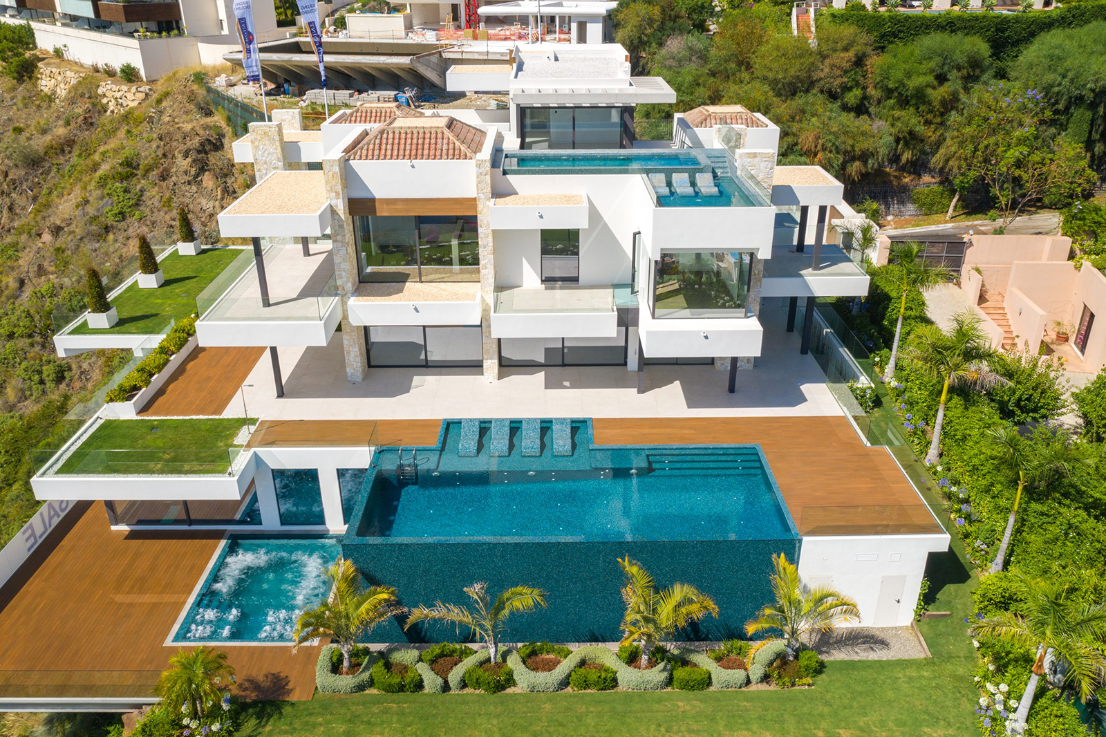 Outstanding villa with panoramic sea and golf views in Los Flamingos