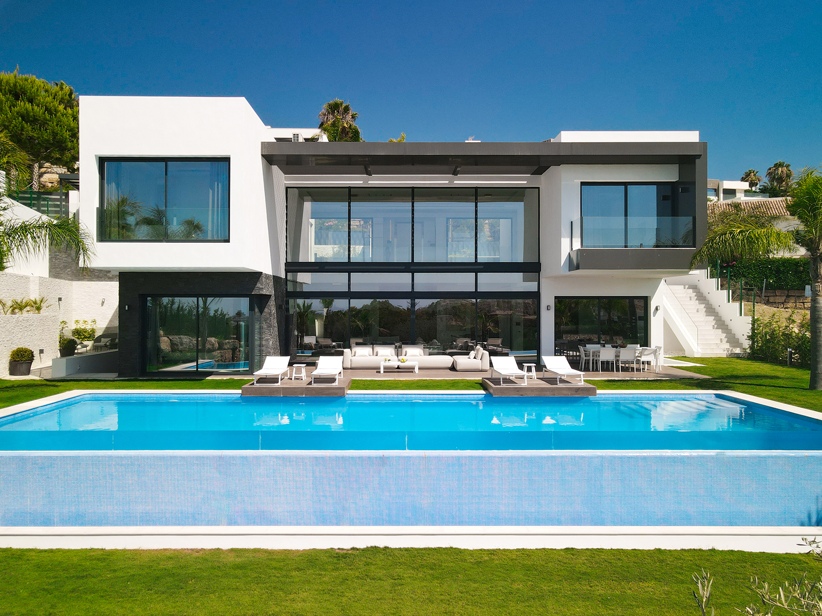 Impresionante villa de lujo a estrenar en Benahavis