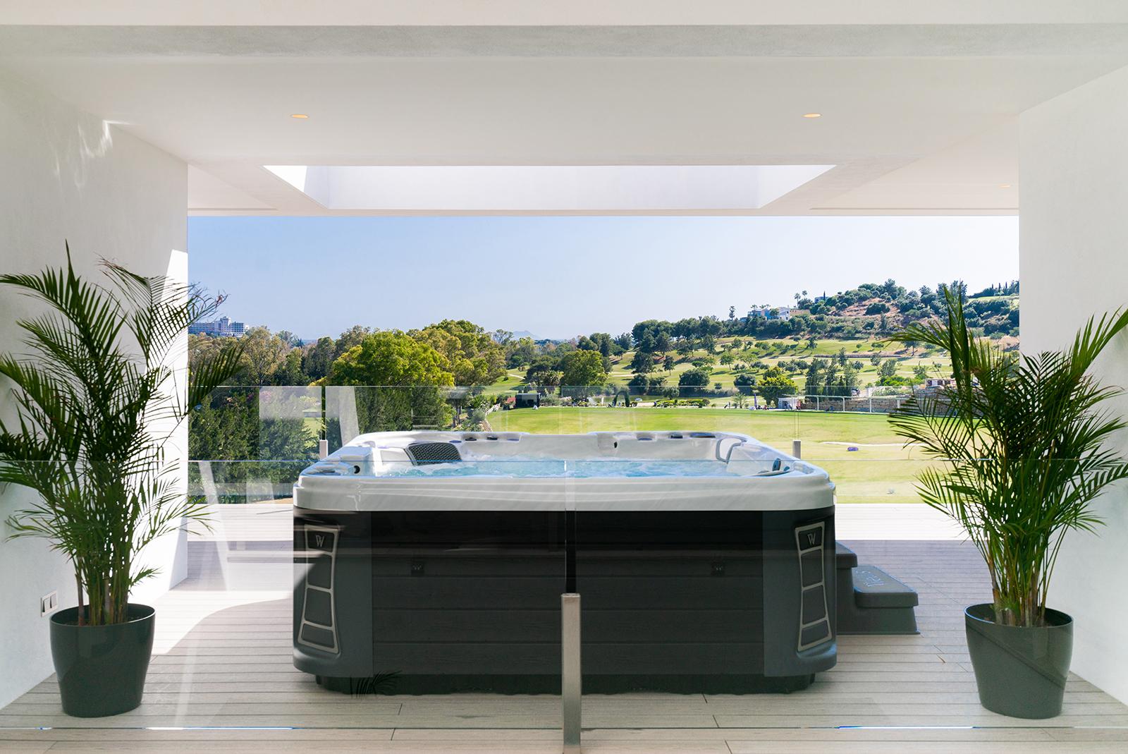 Nueva villa en primera línea de golf con vistas al mar en La Alquería