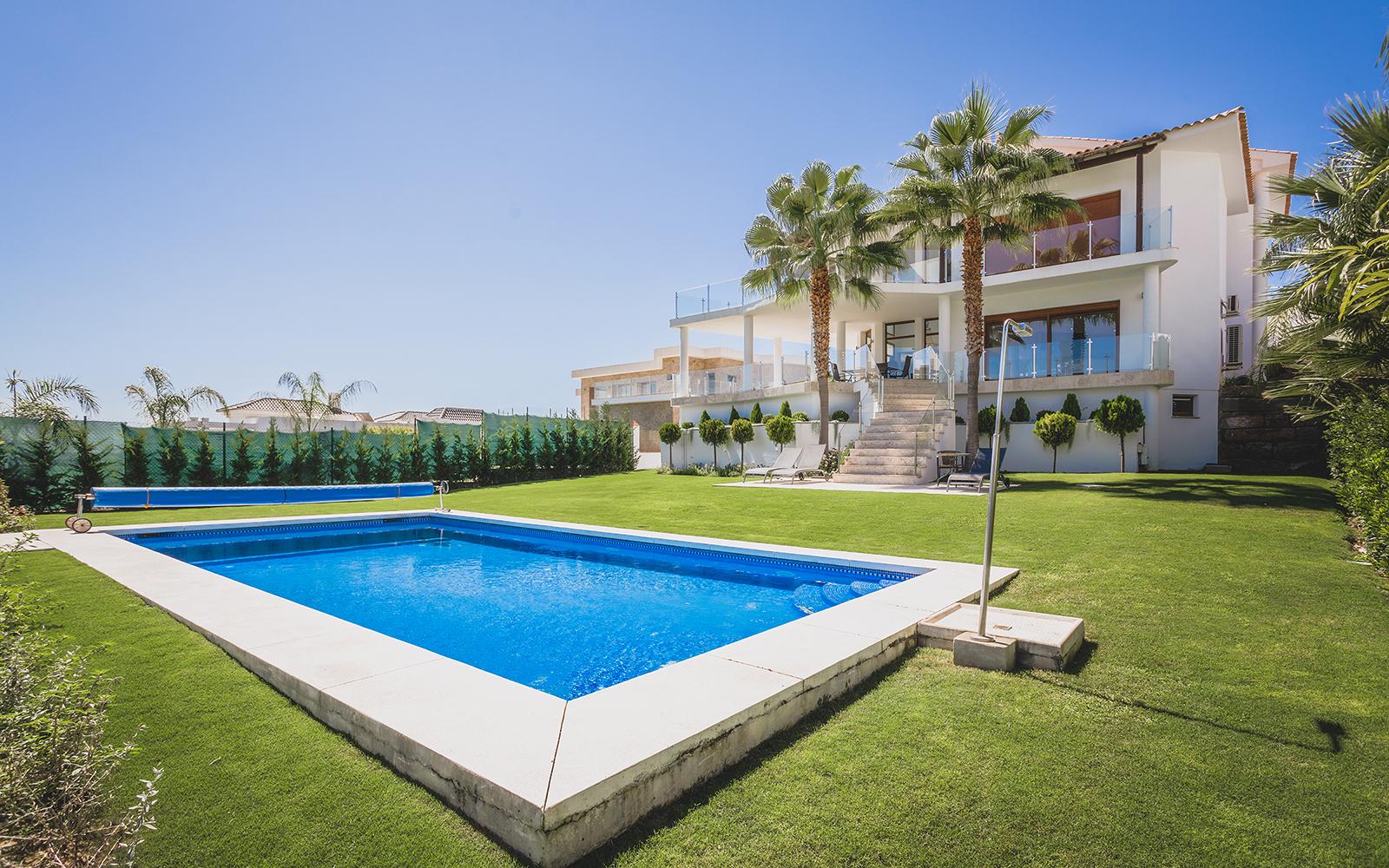 Maravillosa villa en primera línea de golf en Los Flamingos